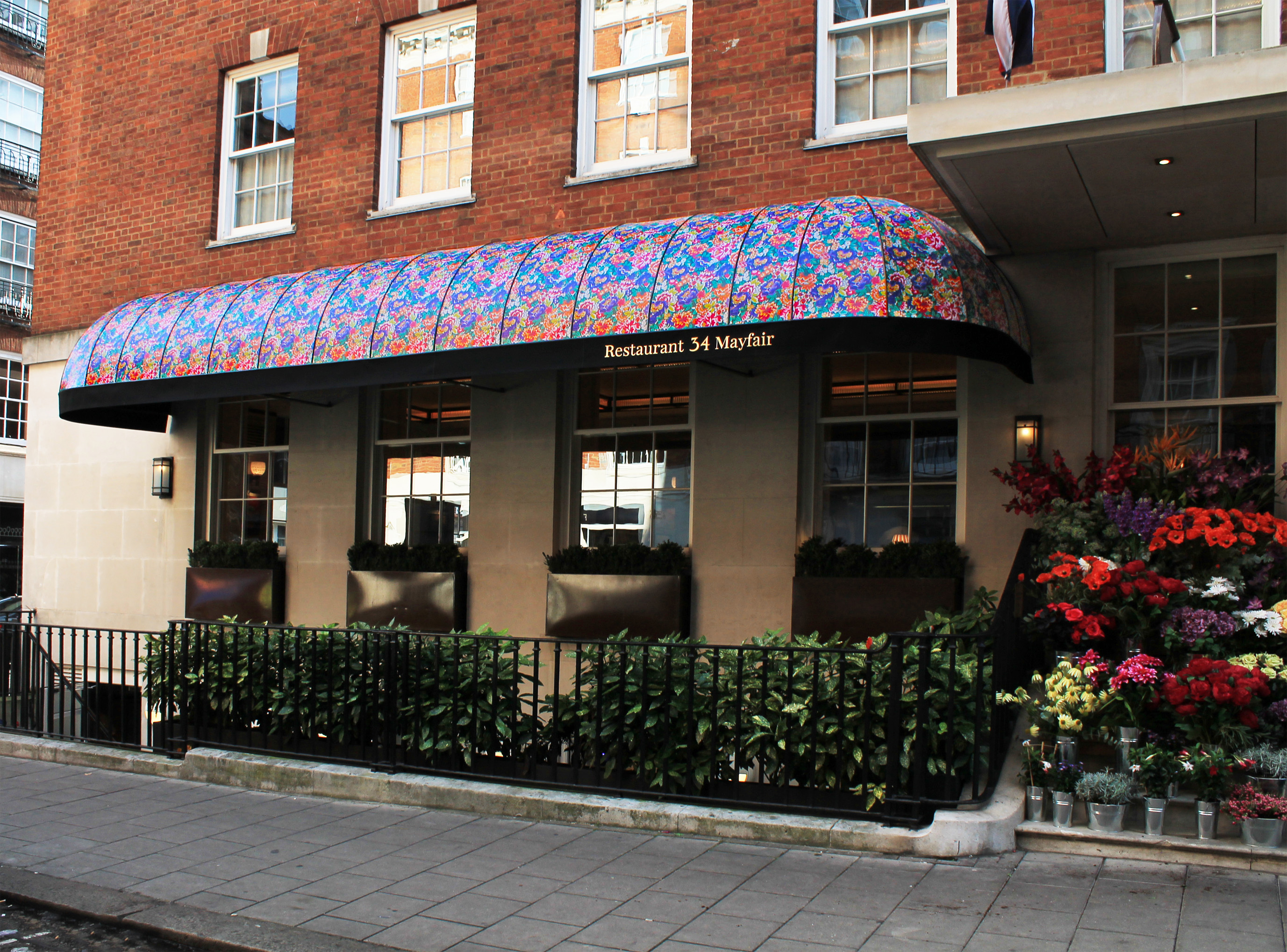 Liberty print applied to 34 Restaurant canopy | Morco Blinds