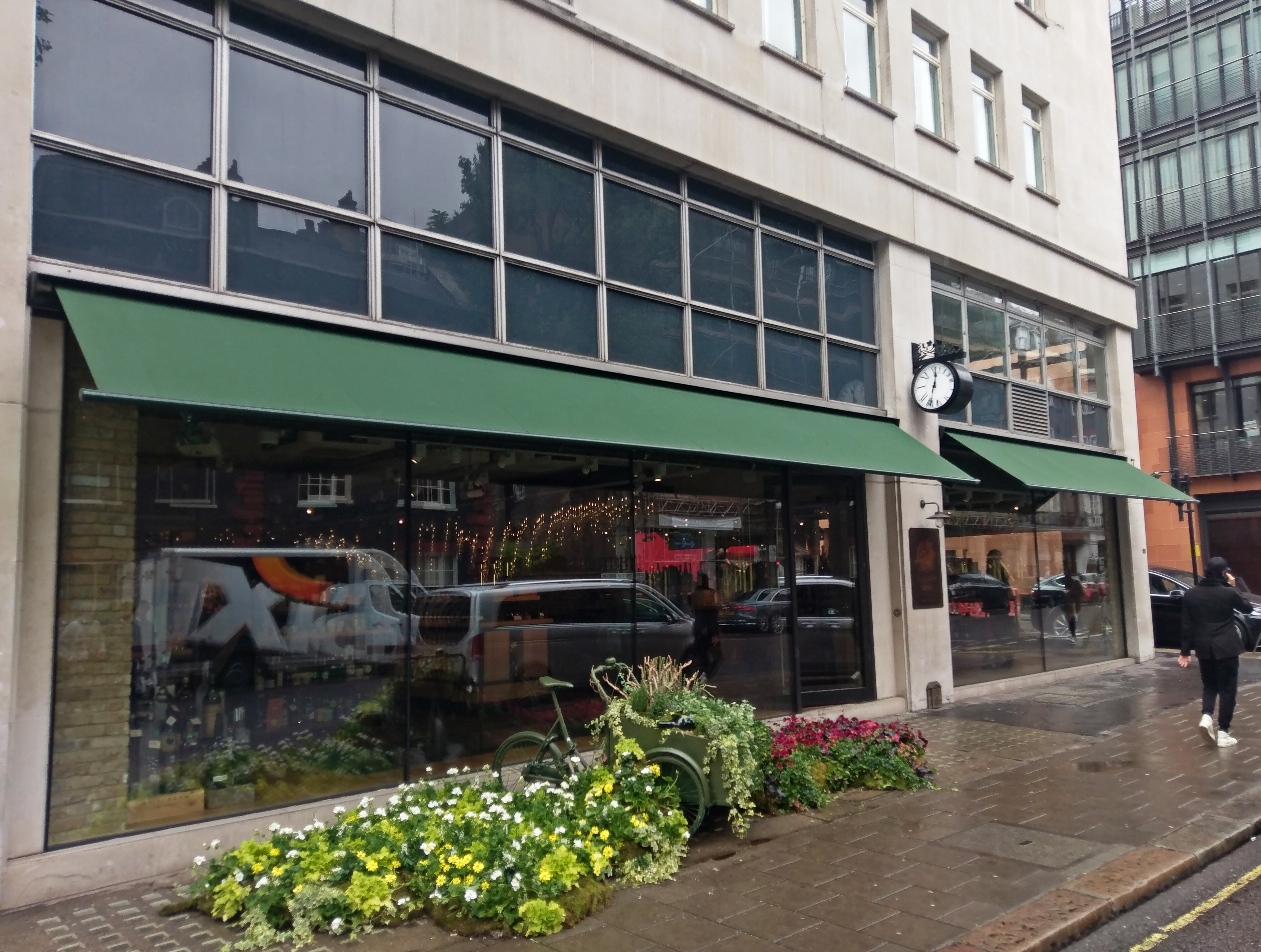 Classic awnings Hedonism wines