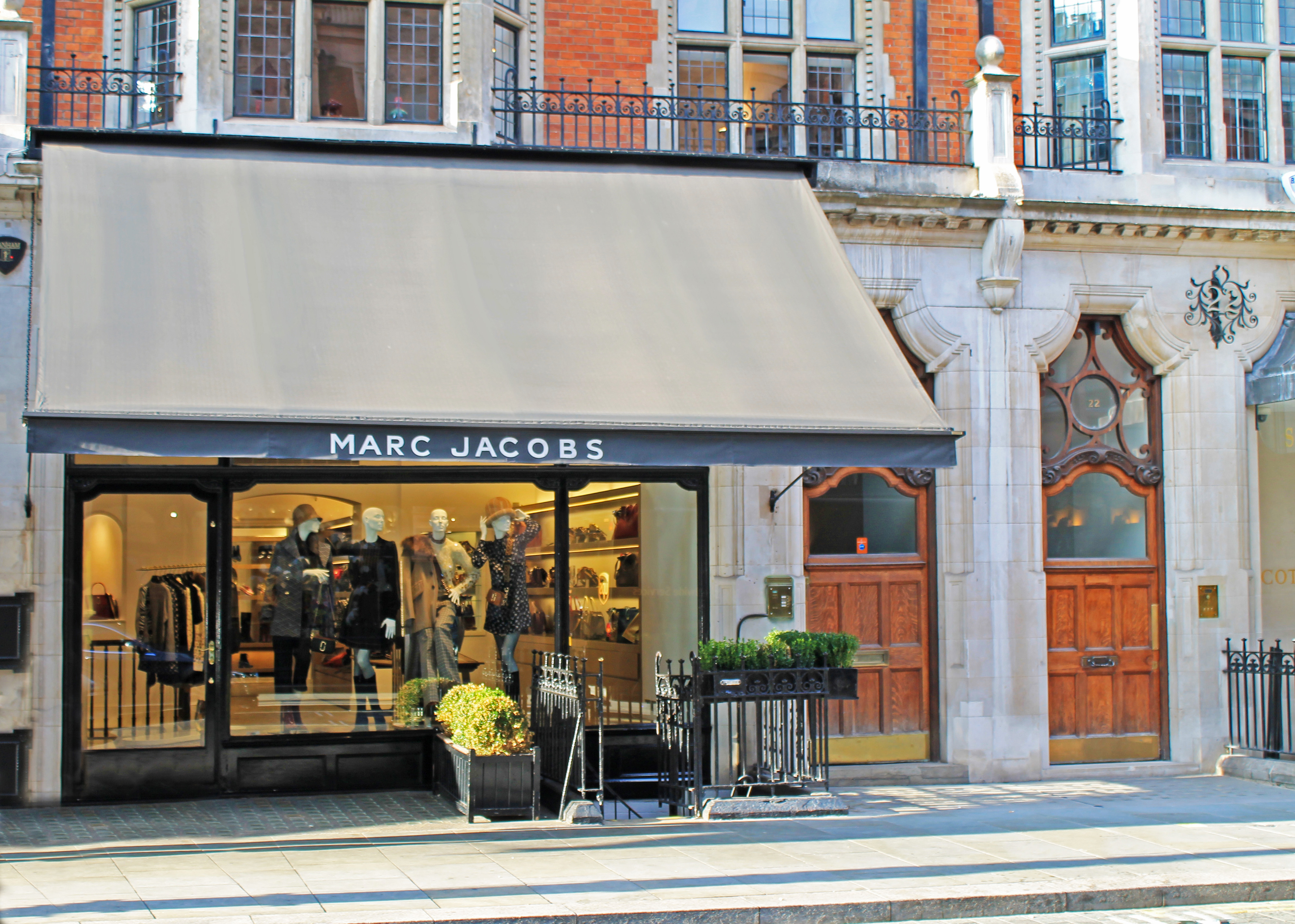 Marc Jacobs Mount street awning