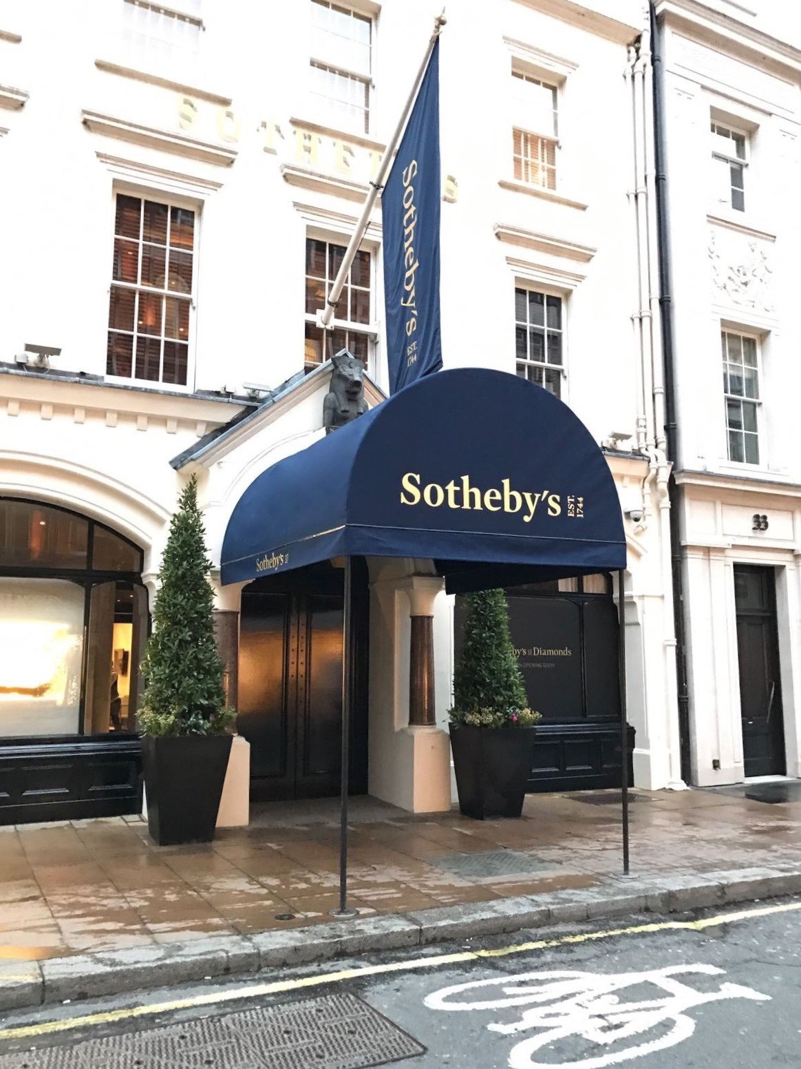 Sothebys awning 1a