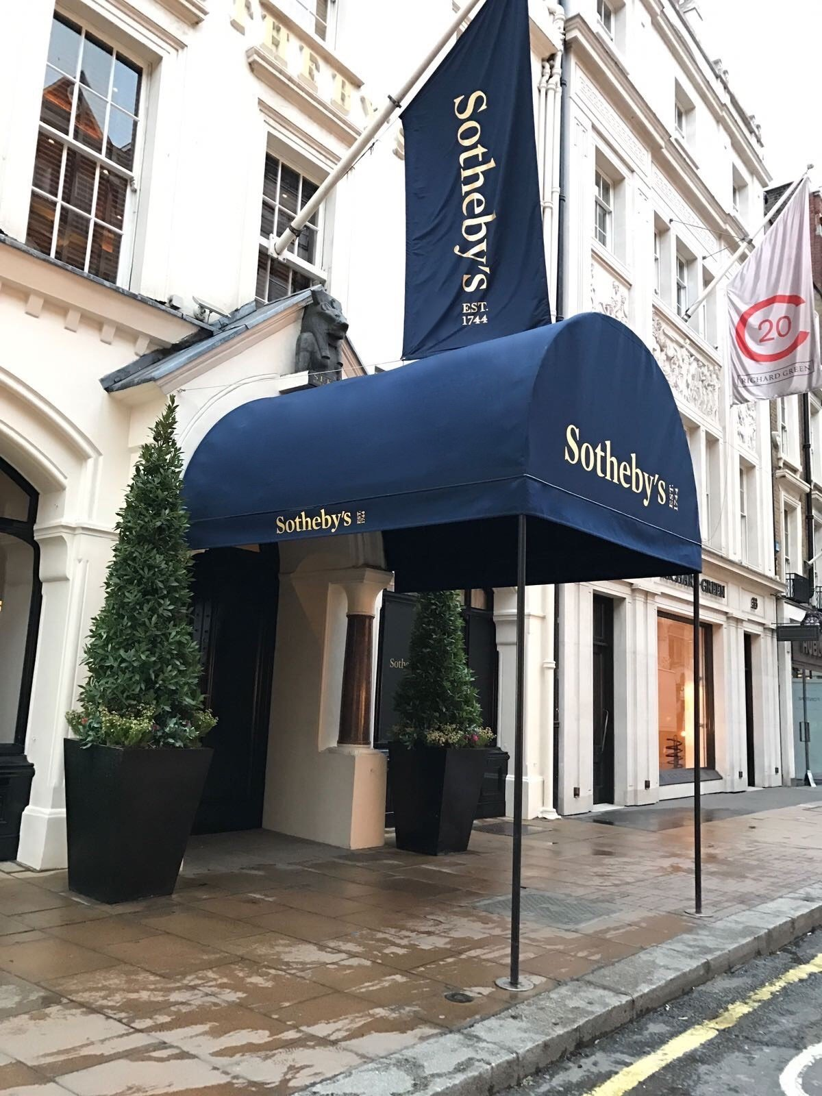 Sotheby's awning 1b
