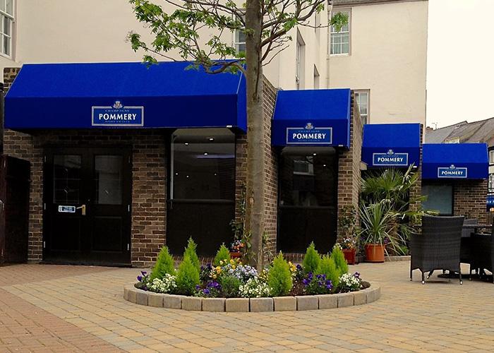 Rib Wedge® for bar terrace awnings in Marriott Hotel Durham