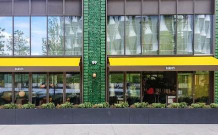 SQ2 Folding-arm awnings at Darby's Restaurant, Embassy Gardens