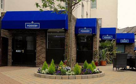 Rib Wedge® for bar terrace awnings in Marriott Hotel Durham